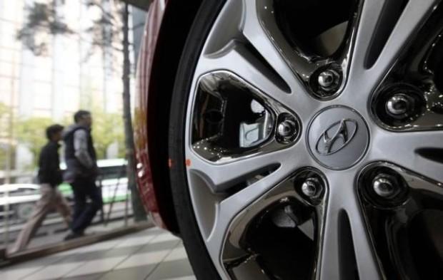 The logo of Hyundai Motor Co. is seen on a wheel of a car at a Hyundai dealership in Seoul April 25, 2013. REUTERS/Kim Hong-Ji/Files