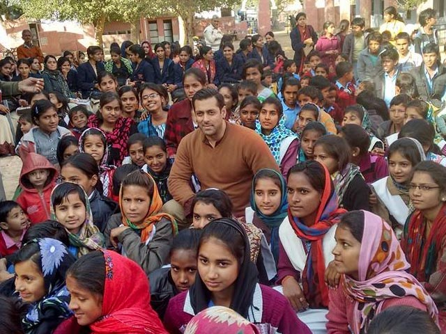 Salman Khan while shooting Bajrangi Bhaijaan in Kashmir