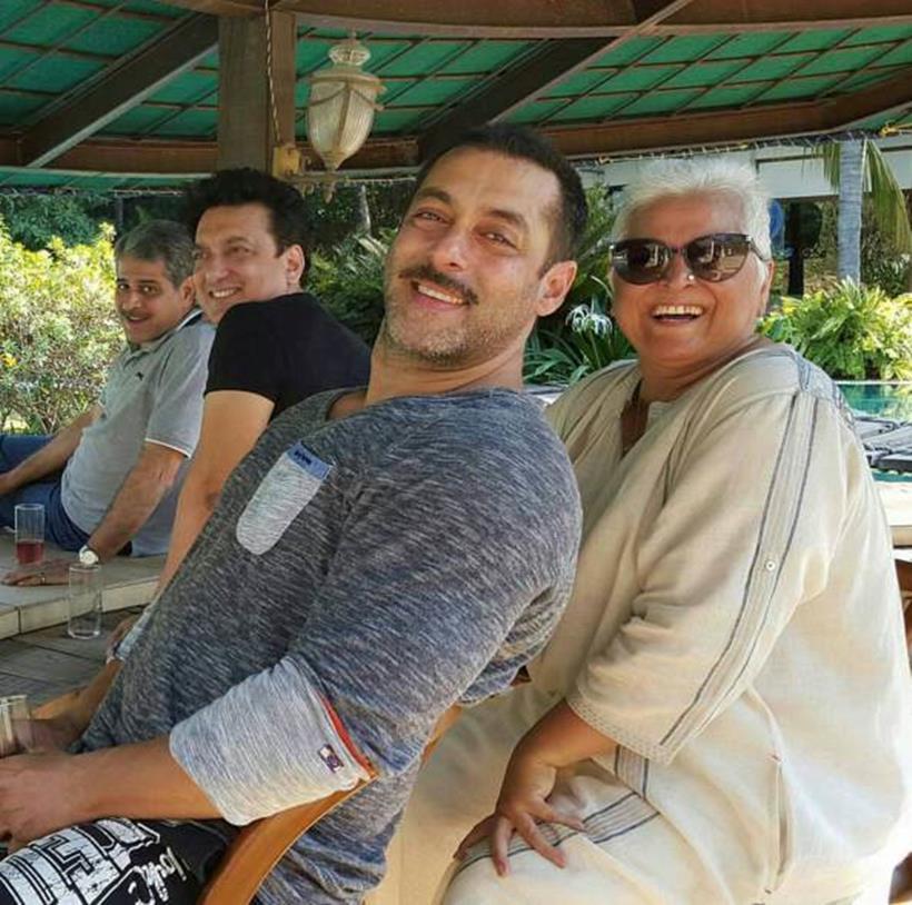 Salman New Year 2016 Celebrations Shah Rukh Khan, Saif, Kareena