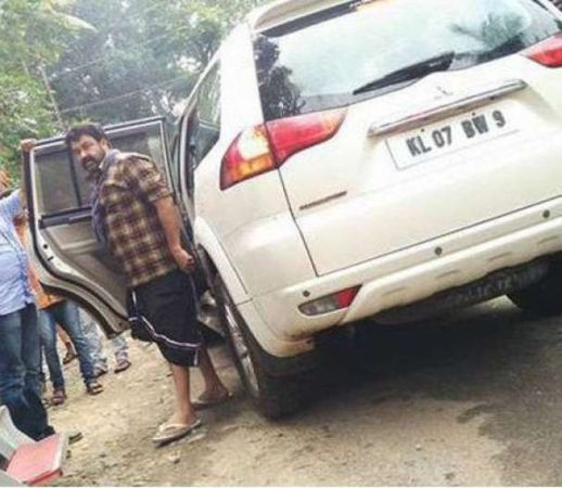 """Malayalam superstar Mohanlal met with an accident on 28 January, while he was on his way to the sets of his upcoming movie """"Pulimurugan"""" in Illithode in Malayatoor, Kerala.  The actor miraculously escaped after the car, in which he was travelling, was hit by a speeding tipper on Thursday morning, reported Manorama Online. However, the actor has not sustained any injury.   This is not the first time an accident has been reported from the sets of """"Pulimurugan"""". A few months ago, the makers of """"Pulimurugan"""" had released a video from the shooting location that showed director Vysakh having a narrow escape during a risky car chase rehearsal. It happened when the filmmaker was giving directions to the driver during the rehearsal.  Mohanlal has met with accidents many times before during the shooting of his movies. In 2011, the actor escaped with minor injuries during a bike stunt on the sets of """"Casanovva"""" as the motorcycle skidded off during the shoot. Even during the filming of Tamil movie """"Jilla"""" in 2013, Mohanlal escaped when a box of firecrackers burst during the shoot of movie's intro song and five crew members were hurt in the accident.   The upcoming action thriller """"Pulimurugan"""", directed by Vysakh, is one of the most awaited projects of the year. The movie is expected to hit the screens during Vishu season. """"Pulimurugan"""" also has Kamalini Mukherjee, Jagapati Babu, Bala, Vinu Mohan, Suraj Venjaramoodu and Kishore in pivotal roles.   Recently, the actor was in the news for celebrating the 16th anniversary of his blockbuster Shaji Kailas movie """"Narasimham"""" on the sets of """"Pulimurugan""""."""