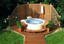 Hot water tub