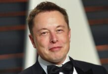 Elon Musk slammed Apple for Charging Global Internet Tax